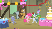 Pinkie Pie dancing with family S1E23