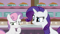 Rarity waiting for Sweetie Belle's reaction S7E6