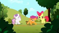 Scootaloo finishing talking about Rainbow Dash S01E23
