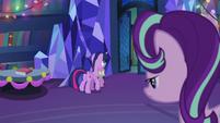 Twilight and Spike walks out S06E08