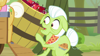 Apple barrel tipping over toward Granny S9E10