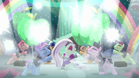 Coloratura sings --Lights, cameras-- S5E24