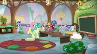 Dr. Hooves substitutes in Fluttershy's class S9E20