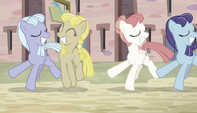 Equal ponies dancing out of sync S5E1