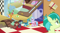 Gallus with his friends in the dream world S9E3
