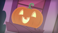 Jack-o'-Lantern on a windowsill S5E21