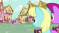 Pinkie Pie yelling at Sassaflash S7E14