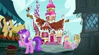 Ponies interact outside Sugarcube Corner S7E11