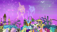 Princess-shaped fireworks in the sky S9E13