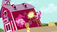 S02E18 Pinkie pomalowała stodołę