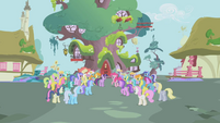 Twilight Sparkle Crowd of Clamoring Ponies S1E3
