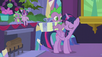 Twilight allows Spike to open his present S5E20