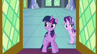Twilight and Starlight in the throne room door S8E2