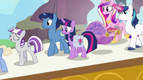 Twilight and her family board the zeppelin S7E22