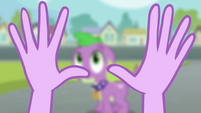 Twilight olhando para as suas mãos EG
