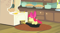 Apple Bloom pumping bellows S4E17