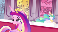 Cadance looking at Twilight S4E26