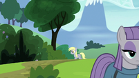 Derpy appears from down the road S7E4