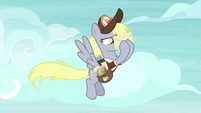 Derpy trying to read an envelope S8E25