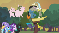 Discord directing the Pigasus S6E26