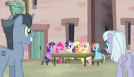 Mane Six sit down for lunch S5E1