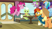Pinkie happily bouncing to the table S9E16