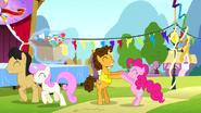 S04E12 Cheese i Pinkie Pie w tanecznej pozie