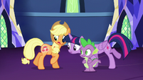 Twilight looks at Applejack's cutie mark S5E16