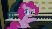 640px-Pinkie Pie sitting at pipe organ S4E03