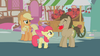 Dr. Hooves with apple in mouth S1E12