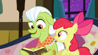 Granny Smith showing Apple Bloom another picture S3E8