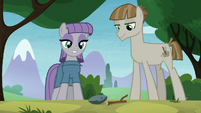 Maud and Mudbriar looking at their pets S8E3