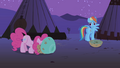 Pinkie Pie eating S01E21.png