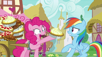 Pinkie Pie gives Rainbow another lemon meringue S7E23