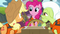 Pinkie smiling at AJ and Granny Smith S4E09