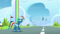 Rainbow sees Soarin and Fleetfoot approaching S6E7