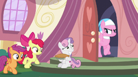 Sweetie Belle looks embarrassed at Aloe S9E23