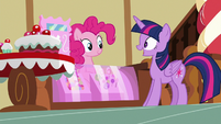 Twilight Sparkle greeting Pinkie Pie S7E3