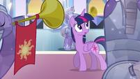 Twilight entra na sala do trono EG
