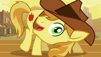 Braeburn looks into the camera S1E21