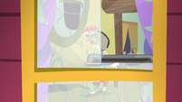 Discord cleaning his windows S5E7