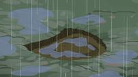 Hoofprint filling with rainwater S5E6