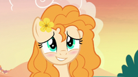 Pear Butter smiling and blushing at Bright Mac S7E13