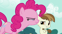 Pinkie Pie looking suspicious at Featherweight S5E19