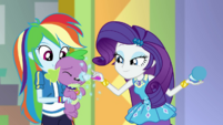 Rarity applying more makeup on Spike EGDS2