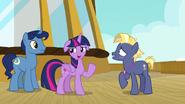 S07E22 Twilight zgadza się by Star Tracker dołączył do zajęć jej rodziny