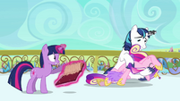 Shining catching Cadance S3E1