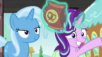 Starlight nervously gives pretzels to Twilight S7E2