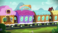 Train pulls into Sire's Hollow train station S8E8