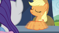Applejack switching brooches back and forth S4E22.png